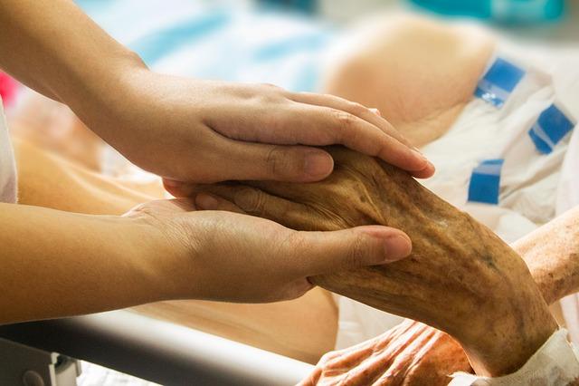 main dans la main, hospice, patient